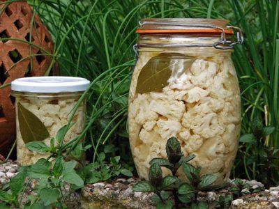 weckpot bloemkool-zoetzuur op vlierbloesemazijn